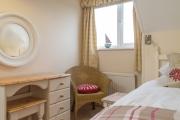 <h5>Single Bedroom (Upstairs)</h5>