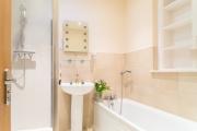 <h5>Family Bathroom</h5>